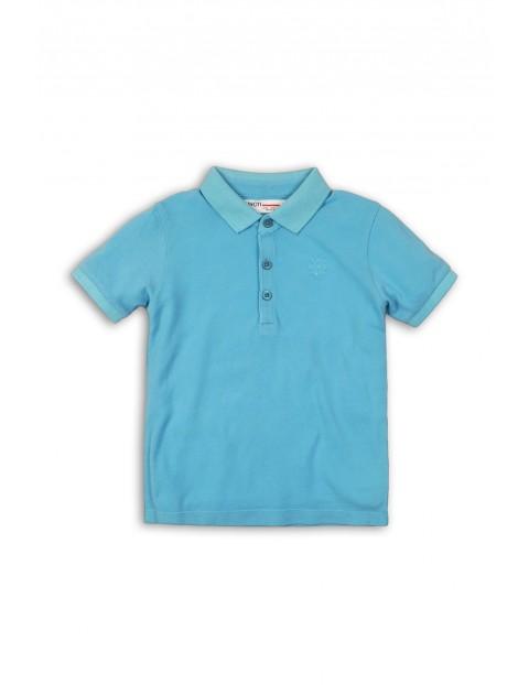 Niebieski t-shirt z kołnierzykiem dla chłopca