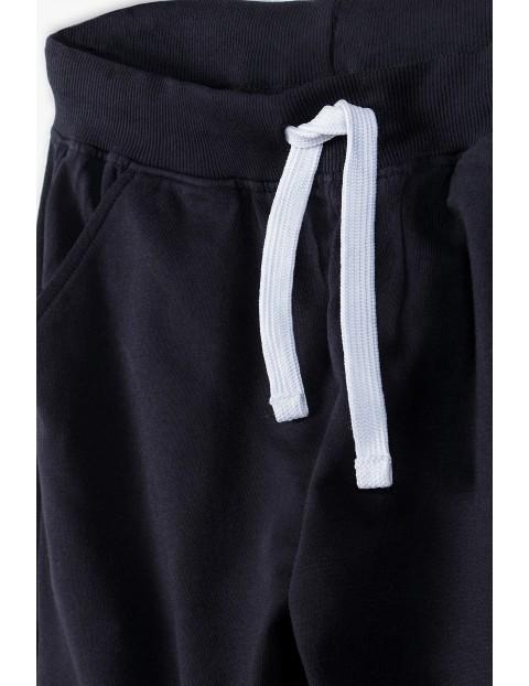 Spodnie dresowe dla mężczyzny w kolorze czarnym- ubrania dla całej rodziny