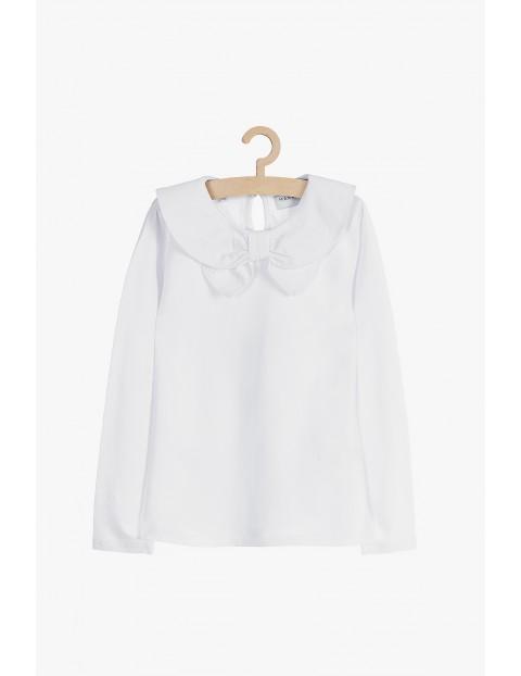 Biała dzianinowa bluzka z ozdobnym kołnierzykiem