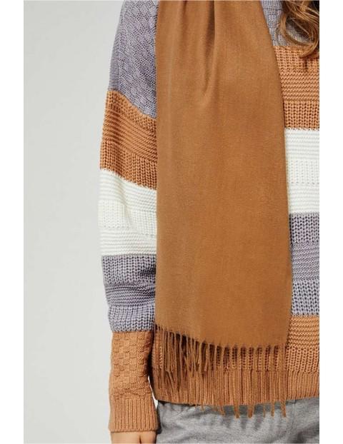 Gładki szal damski - brązowy w frędzlami