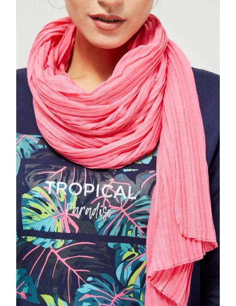 Plisowany szal damski w kolorze różowym