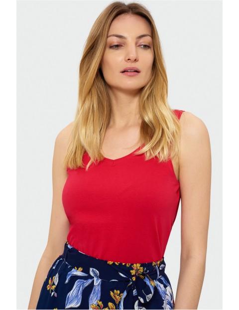 Czerwony top na grubych ramiączkach