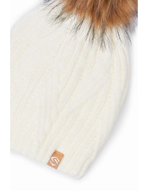 Czapka damska zimowa biała z pomponem