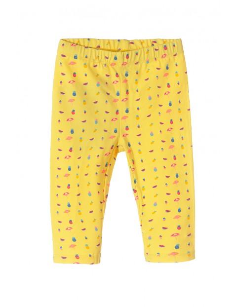 Leginsy dziewczęce żółte z kolorowymi nadrukami długość 3/4