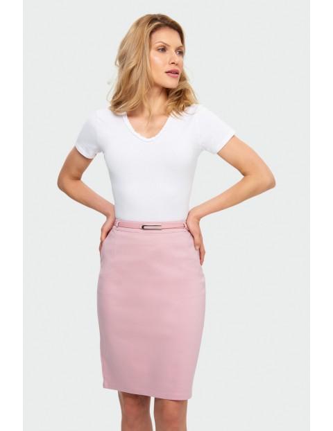 Różowa ołówkowa spódnica z kieszeniami i ozdobnym paskiem
