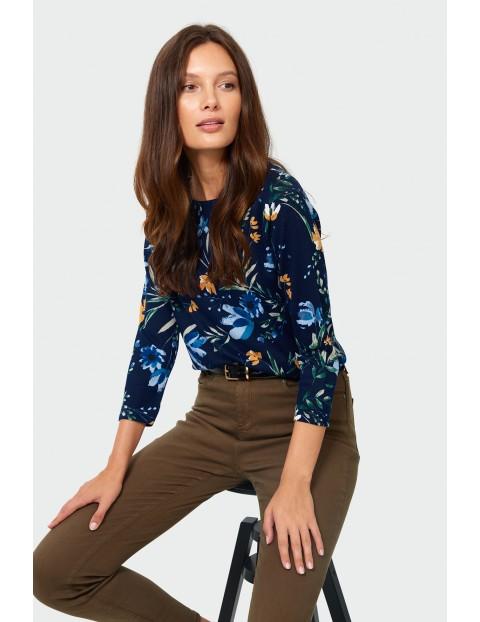 Sweter damski w kolorowe kwiatki - granatowy
