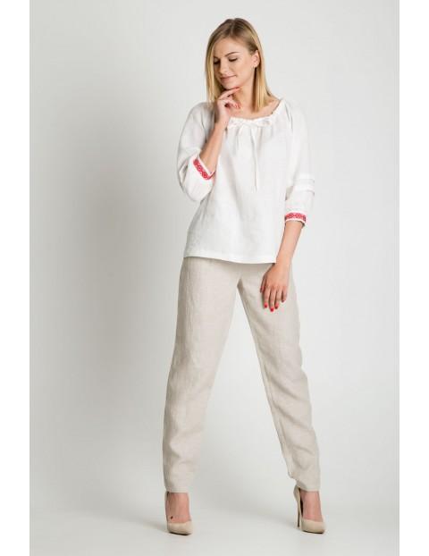 Lniana bluzka damska w kolorze białym z ozdobnym wiązaniem i haftem