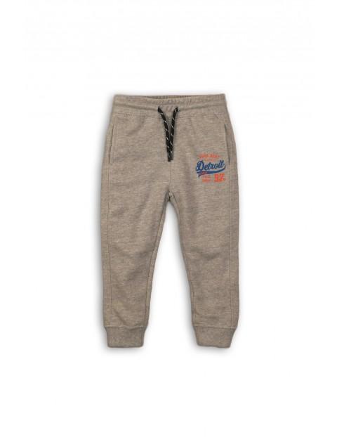Szare spodnie dresowe dla niemowlaka