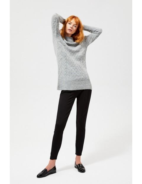 Sweter o wyraźnym splocie z domieszka wełny - szary