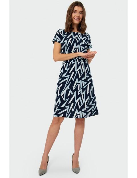 Sukienka damska w geometryczne wzory z krótkim rękawem