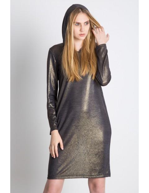Złota sukienka z kapturem