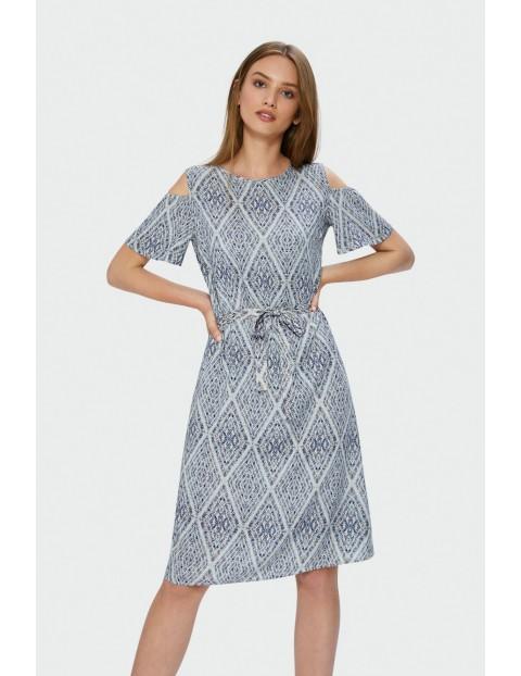 Sukienka z ramionami typu cold shoulders z paskiem w talii