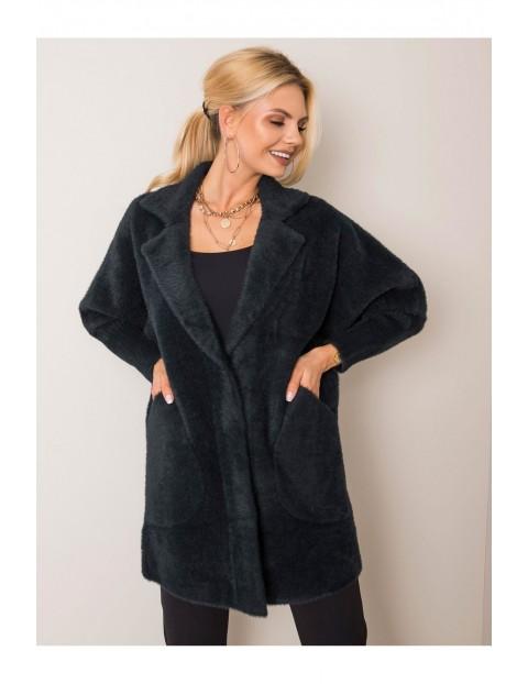 Płaszcz damski z kieszeniami