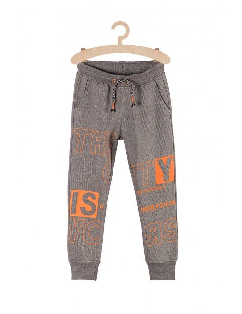 Spodnie chłopięce dresowe- szare z pomarańczowymi nadrukami