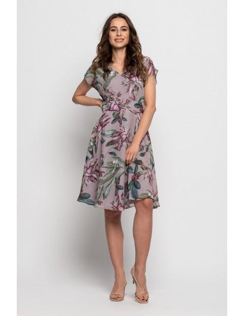 Fioletowa sukienka w kwiaty