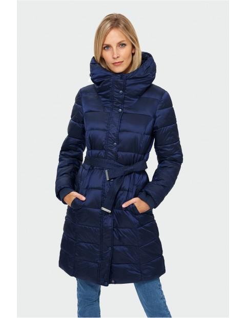 Granatowy pikowany płaszcz damski