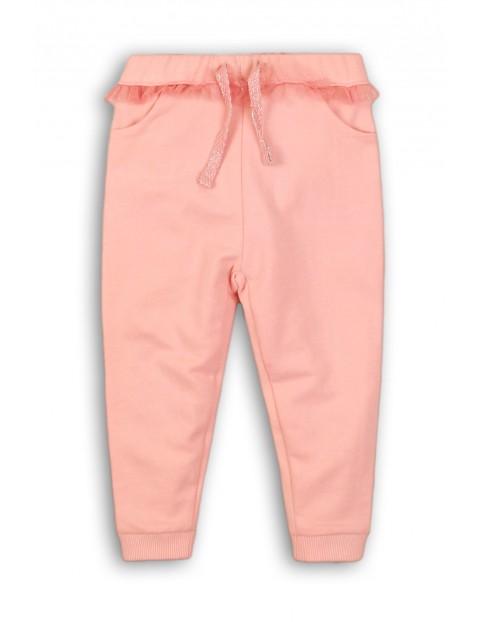 Spodnie dziewczęce dresowe z ozdobną falbanka w pasie-różowe