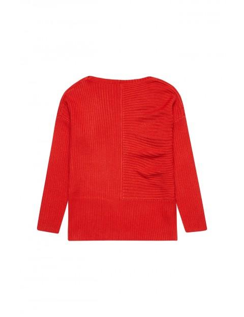 Czerwony sweter damski- luźny krój