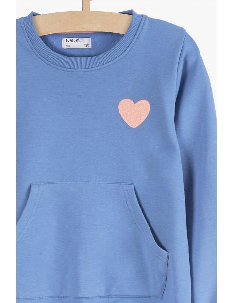 Niebieska bluza dresowa z kieszenią z przodu