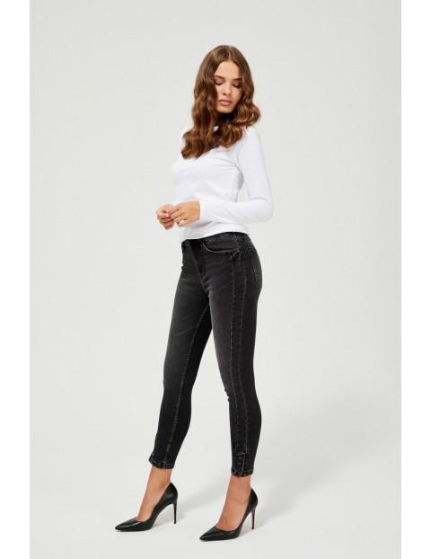 Jeansy damskie medium waist z ozdobnymi guzikami czarne