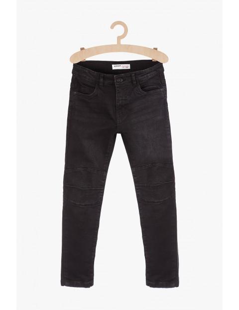 Jeansowe spodnie chłopięce z motocyklowymi przeszyciami