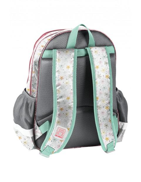 Plecak szkolny z usztywnianymi plecami