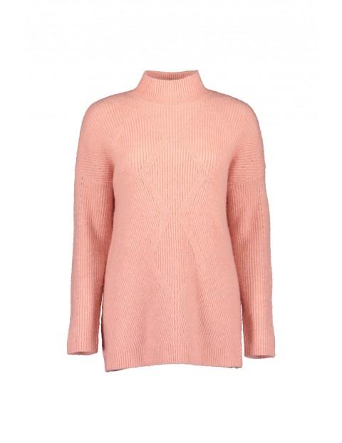 Damski sweter z dzianiny  - różowy