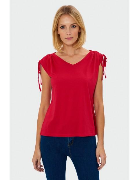 Czerwony top damski z wiązaniami na ramionach