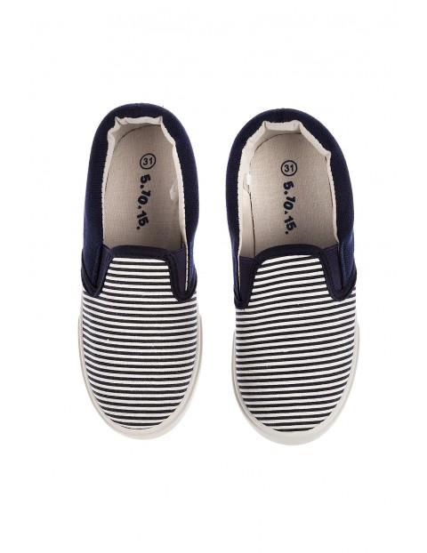 Buty chłopięce granatowo - białe w paski