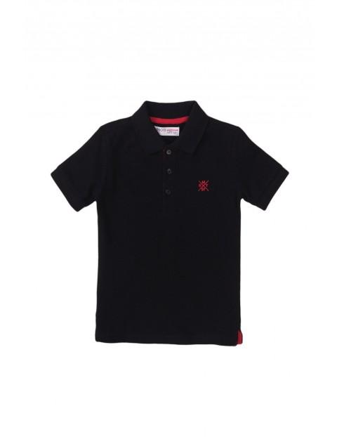 T-shirt chłopięcy bawełniany z kołnierzykiem- czarny