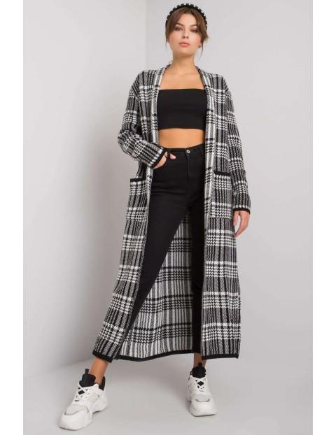 Długi sweter damski we wzory