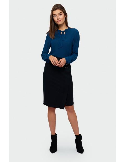 Elegancka bluzka z ozdobnym wiązaniem - niebieska