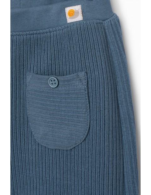 Niebieskie spodnie chłopięce z kieszeniami