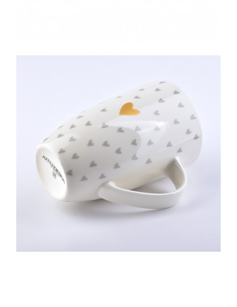 Kubek porcelanowy AMY biały w serca 700ml