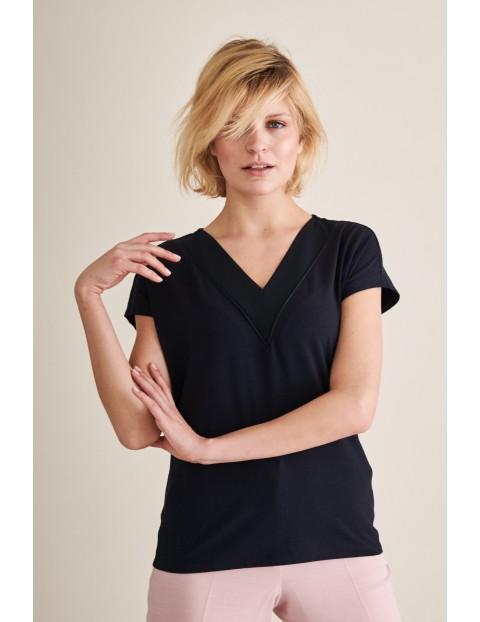 Granatowy t-shirt damski z dekoltem w serek