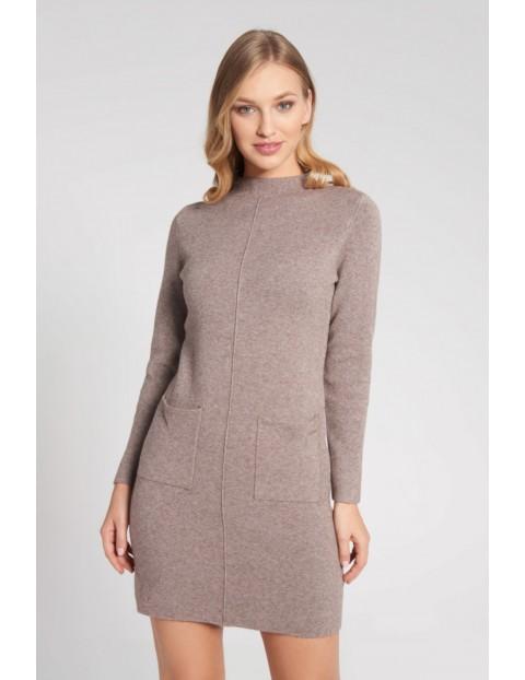 Swetrowa sukienka z kieszeniami i przeszyciem na środku - beżowa