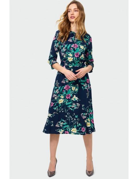 Elegancka wiskozowa sukienka damska  z kwiatowym nadrukiem granatowa