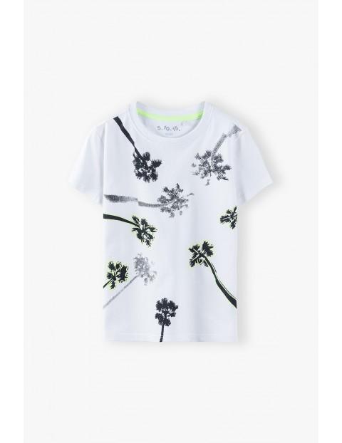 T-shirt chłopięcy w kolorze białym z palmami