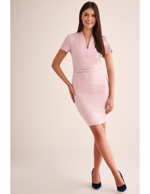Różowa sukienka ołówkowa z paskiem - midi