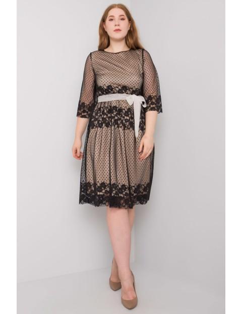 Czarna sukienka plus size z wiązaniem