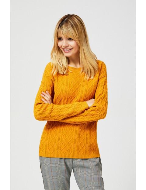 Musztardowy sweter damski w warkocze