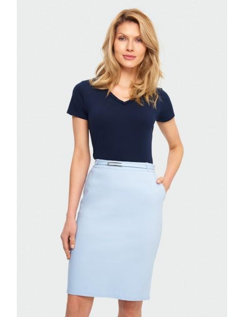 Niebieska ołówkowa spódnica damska  z kieszeniami i ozdobnym paskiem