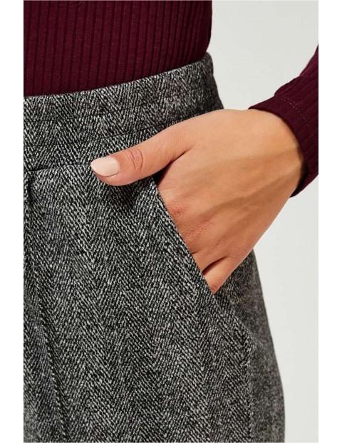 Spodnie damskie  z wysokim stanem - szare w jodełkę