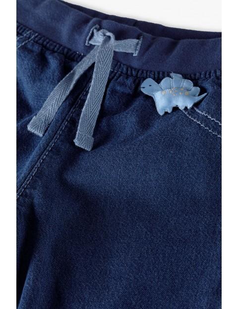 Spodnie niemowlęce jeansowe z aplikacją 3D - niebieskie