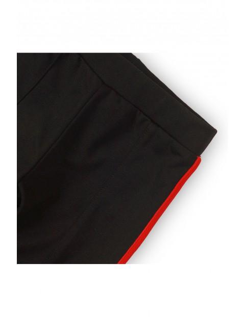 Leginsy dziewczęce czarne z czerwonym lampasem