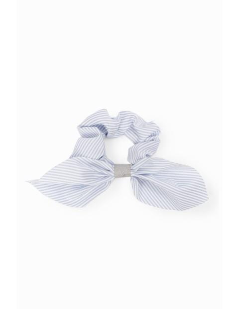 Gumka do włosów z ozdobną kokardką- biało-niebieska