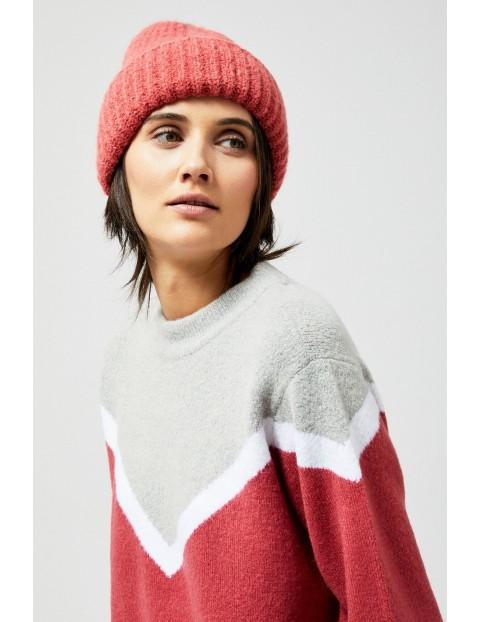 Różowa wywijana czapka damska