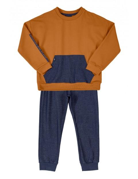 Komplet chłopięcy-spodnie dresowe i bluza z kieszenią