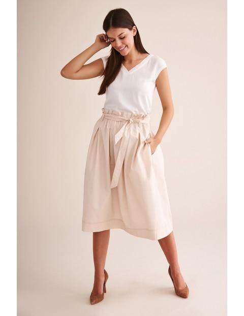 Rozkloszowana beżowa spódnica za kolana- midi