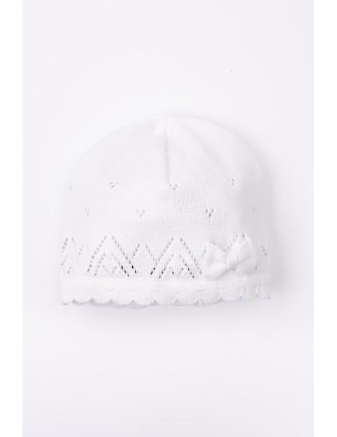 Czapka dla dziewczynki- biała